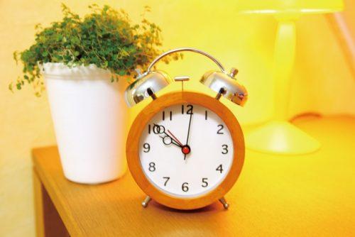 NHKラジオ「基礎英語0」の放送時間を表す時計画像